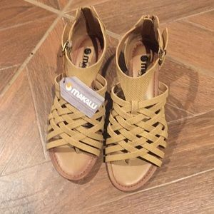 Makalu sandals